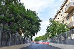 Ограничительные блоки вдоль трассы Формулы 1 в Баку, фото из архива