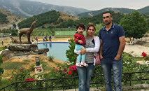 Национальный герой Самид Иманов со своей семьей