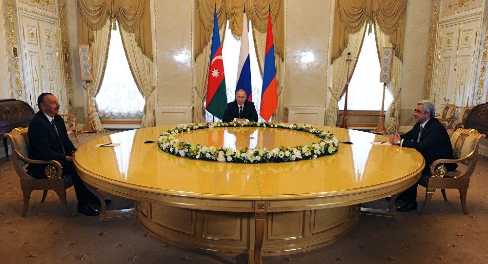 Президент России Владимир Путин, президент Азербайджана Ильхам Алиев и президент Армении Серж Саргсян во время встречи в Санкт-Петербурге