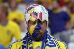 Belçika - İsveç oyununu izləyən azərkeş