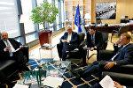Avropa Parlamentinin prezidenti Martin Şultz, Avropa Komissiyasının prezidenti Jan-Klod Yunker və Avropa İttifaqının prezidenti Donald Tusk (soldan sağa) müzakirələr apararkər