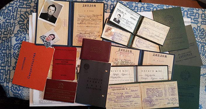 İdris Şeydayevin əmək bioqrafiyası 1957-ci ildən – Xaçmaz rayonunun Borispol kəndindəki 7 illik məktəbdən başlayır
