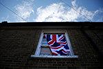 Britaniya bayrağı Londondakı evlərdən birinin pəncərəsindən asılıb