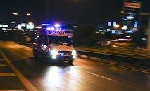 Карета скорой помощи следует в стамбульский аэропорт Ататюрк