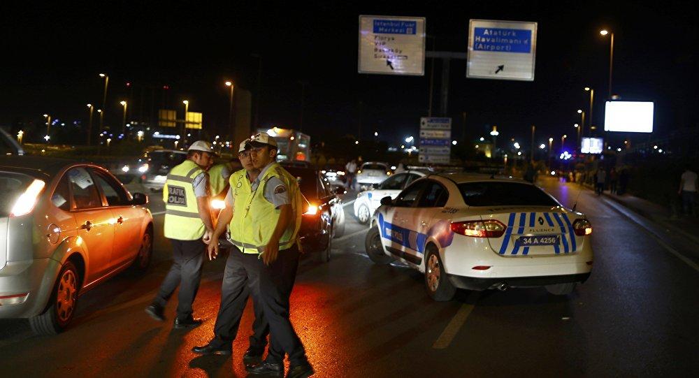 Власти назвали взрывы ваэропорту Стамбула атакой смертника