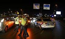 Силы безопасности закрывают все дороги, ведущие в стамбульский аэропорт Ататюрк