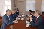 Председатель Государственного комитета по работе с беженцами и вынужденными переселенцами Али Гасанов встретился с послом США в Азербайджане Робертом Секутой