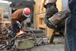Рабочие на стройке, фото из архива