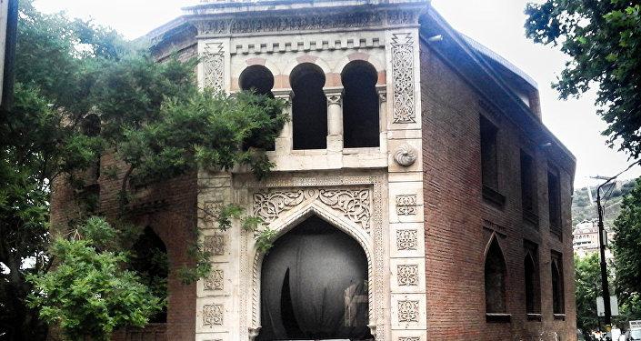 Tiflis turistlər üçün öz tarixi abidələri, memarlıq üslubu ilə maraqlıdır
