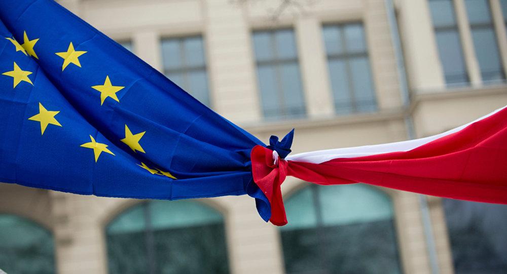 Флаги Польши и ЕС, фото из архива