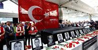 Atatürk Hava Limanının əməkdaşları terror hadisəsi zamanı vəfat etmiş həmkarlarnın xatirəsini anırlar