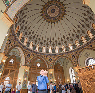 Праздничный намаз в мечети Тезе Пир, архивное фото