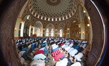 Праздничный намаз в мечети Тезе Пир, фото из архива