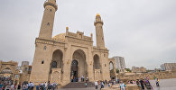 Праздничный намаз в мечети Тезе Пир