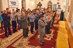 Намаз в мечети, архивное фото
