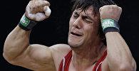 Azərbaycanlı ağır atlet Sərdar Həsənov London-2012 Olimpiadası zamanı. Arxiv şəkli