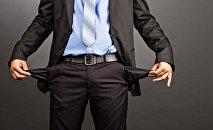 Человек с пустыми карманами. Архивное фото