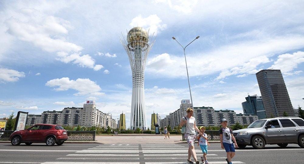 Монумент Астана-Байтерек в центре Астаны, фото из архива
