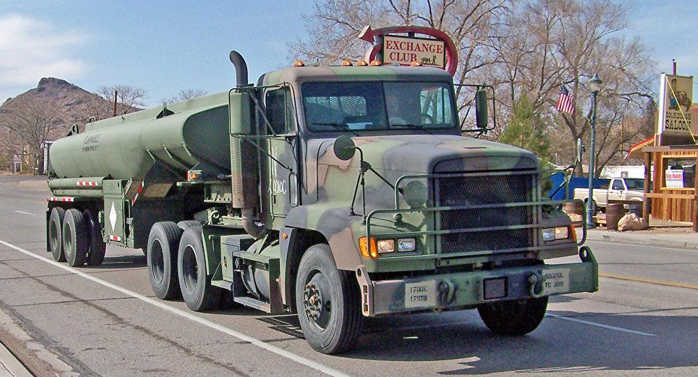 Блудный военный бензовоз США насмешил граждан Риги