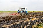 Трактор на полях селения Кёчарли Бардинского района