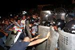 Ermənistanın paytaxtında polislə etiraz aksiyaçıları arasında qarşıdurma baş verib