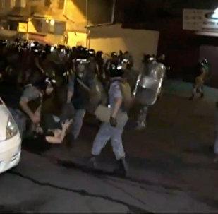 В Ереване в полицейских полетели шумовые гранаты и камни