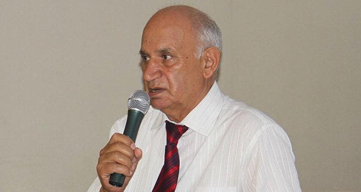 Əjdər Ağayev, təhsil eksperti