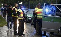 Полиция перед торговым центром в Мюнхене , Германия