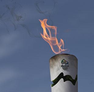 Горящий факел Олимпийских игр, фото из архива