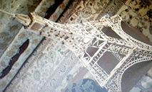 Последнюю свою работу — Эйфелеву башню, над которой работал 30 дней, мастер продал за 25 манатов
