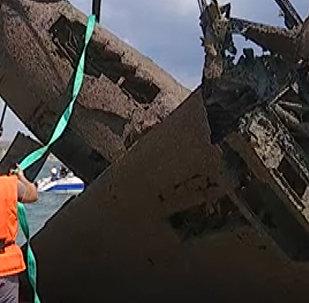 Найденный штурмовик Ил-2 времен ВОВ краном подняли со дна Черного моря