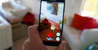 Mобильная игра Pokemon Go на экране смартфона. Архивное фото