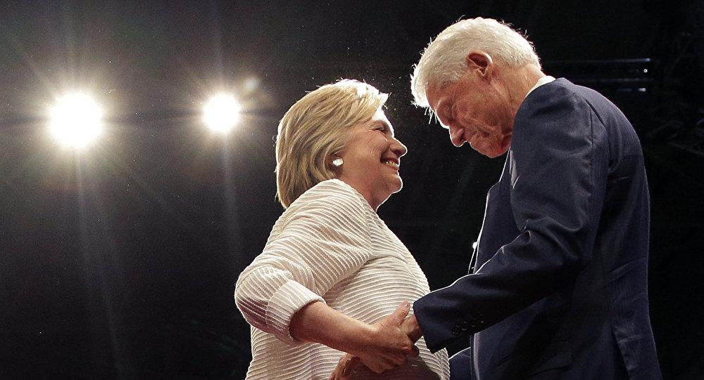 ABŞ-ın keçmiş prezidenti Bill Klinton həyat yoldaşı Hilari Klinton ilə