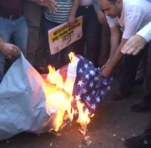 Акция протеста перед базой НАТО в Турции: протестующие сожгли флаг