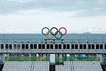 Олимпийские кольца на пляже Копакабана в Рио-де-Жанейро
