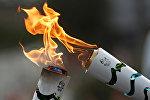 Бразильцы разработали оригинальный и очень интересный дизайн факела: он серебристого цвета, но имеет различные цветные вставки, которые становятся видны, когда факел раскрывается в момент передачи огня.