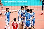Kişilərdən ibarət Azərbaycan milli voleybol yığması oyun zamanı. Arxiv şəkli
