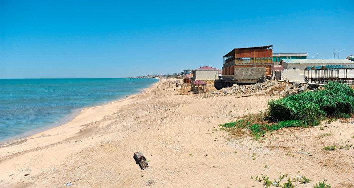 Пляж возле бакинского селения Новханы, архивное фото