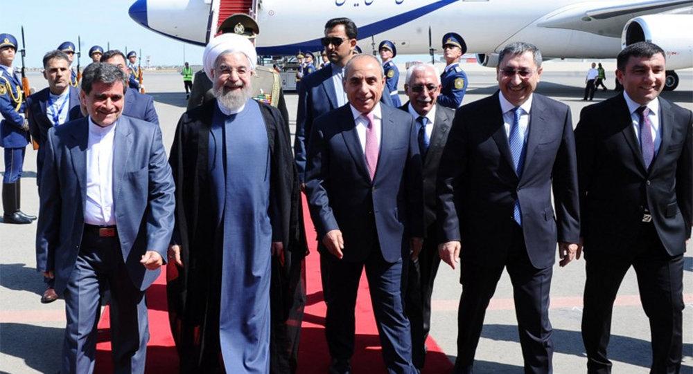İran prezidenti Ruhanini Azərbaycanın baş nazirinin birinci müavini Yaqub Eyyubov və digər rəsmi şəxslər qarşılayıblar