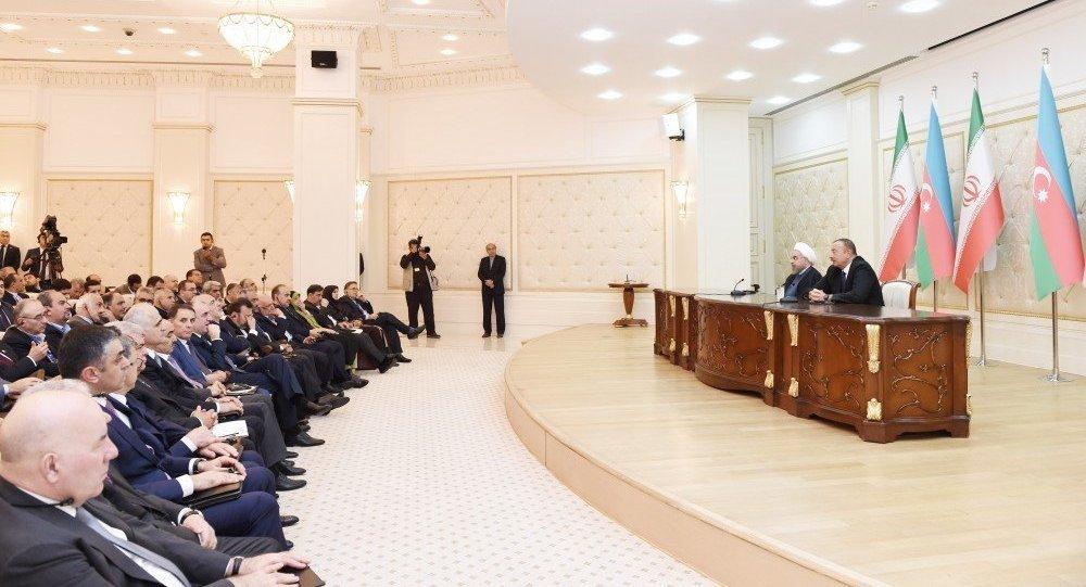 Президенты Азербайджана и Ирана выступают с заявлениями для прессы