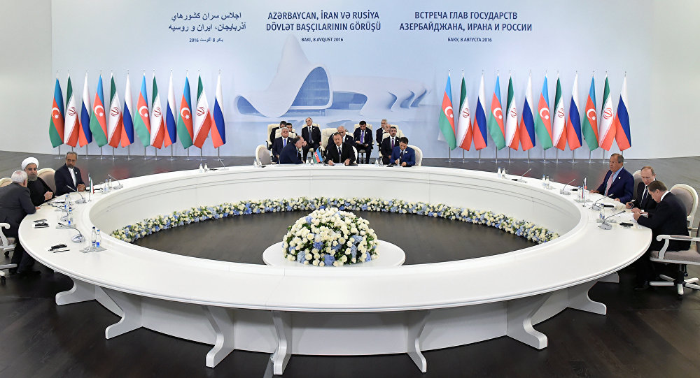 Подписание документов после трехсторонней встречи президентов Азербайджана, Ирана и России. Баку, 8 августа 2016 года