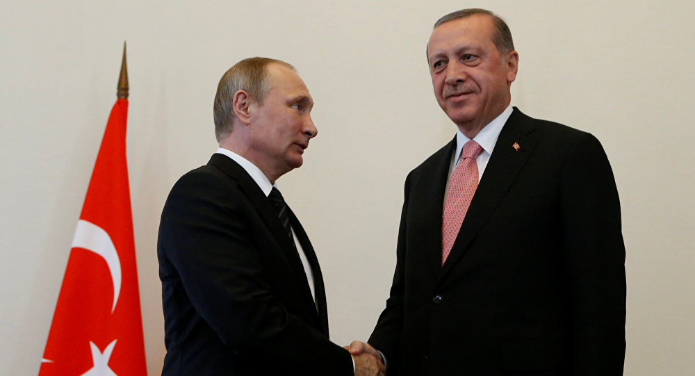 Президент России Владимир Путин встречает своего турецкого коллегу Реджепа Тайипа Эрдогана. Санкт-Петербург, 9 августа 2016 года