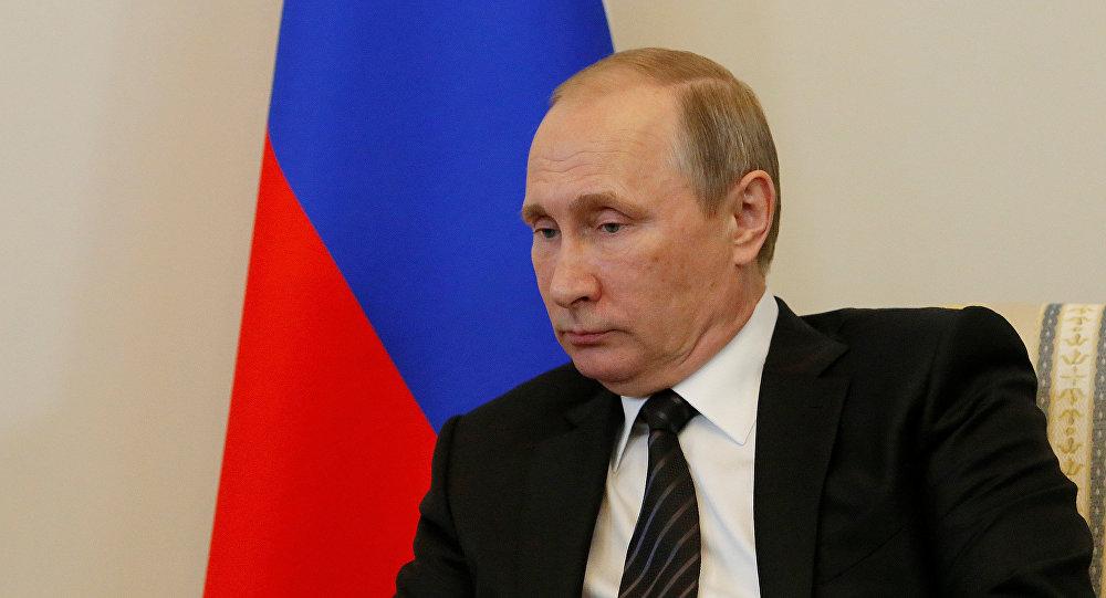 Rusiya prezidenti Vladimir Putin Türkiyəli həmkarı Rəcəb Tayyip Ərdoğanla görüş zamanı. Sankt-Peterburq, 9 avqust 2016-cı il