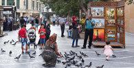 Туристы на улицах Баку, фото из архива