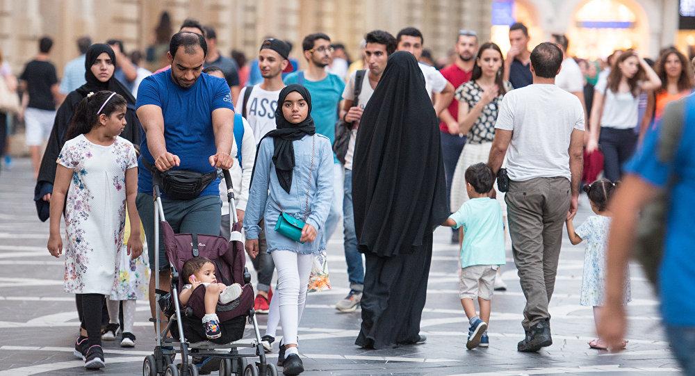 Bakıda ərəb turistlər, arxiv şəkli
