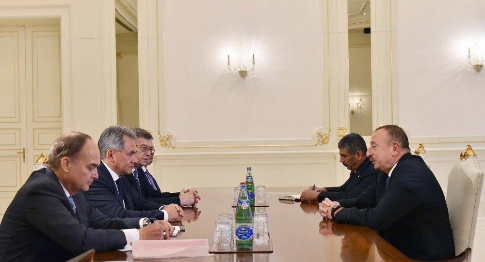 Шойгу прибыл с коротким рабочим визитом вАзербайджан
