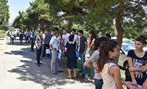 Очередь перед отделением Международного банка Азербайджана