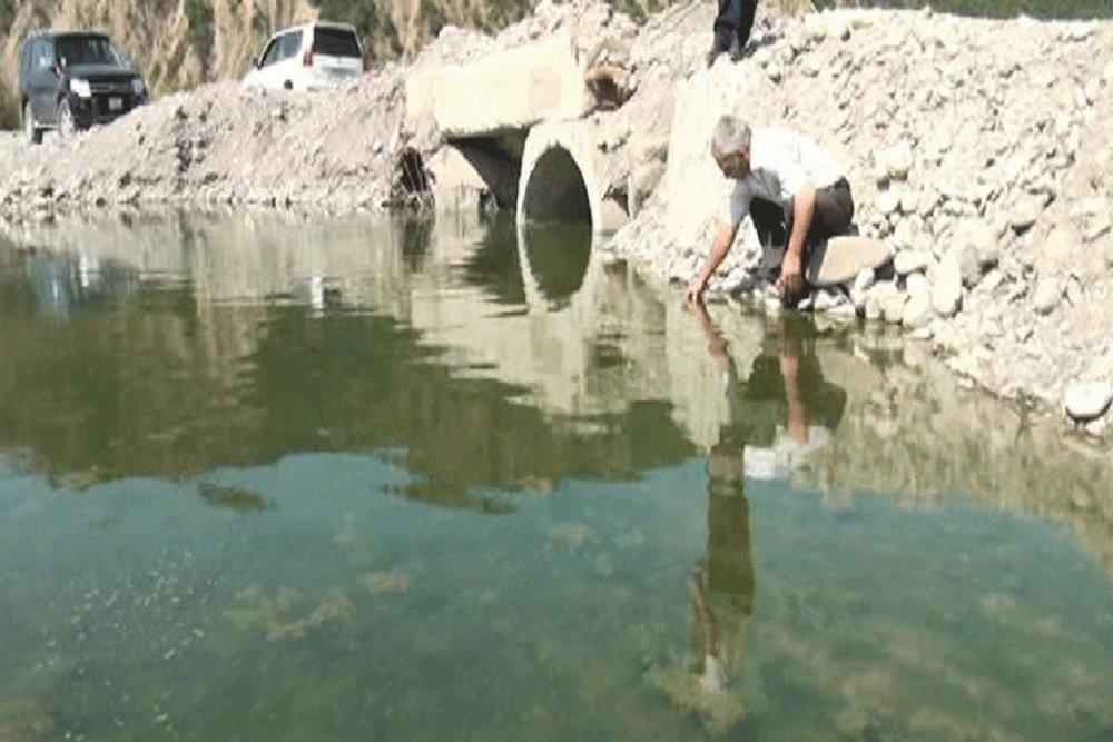 Высокое содержание вредных веществ изменило цвет и вкус воды в реке Гирдиман, также появился неприятный запах