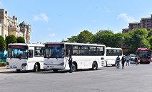 Автобусы на привокзальной площади в Баку, фото из архива
