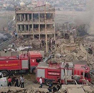 Türkiyənin Şırnak əyalətinin Cizre qəsəbəsində polis nəzarət məntəqəsinə bomba ilə yüklənmiş avtomobillə hücum olub